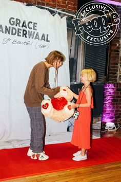 Grace VanderWaal Gives an Inside Look at the Nashville Stop of Her Ur So Beautiful Tour - Graco - Ideas of Graco Grace Vanderwaal, Celebrities Then And Now, Young Celebrities, Celebs, America Got Talent Winner, Lauren Diagle, Soft Grunge Hair, Teen Choice Awards, Star Girl
