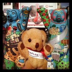 #KaplanBear found some #bear #chums in #Yekaterinburg, #Russia. They are also called #BuddyBears. They were originally made for a festival in #Berlin but can now be found all over the world. Kaplan Bear is travelling with Isabelle to meet #students who wa by KIC Pathways - University Preparation Courses, via Flickr