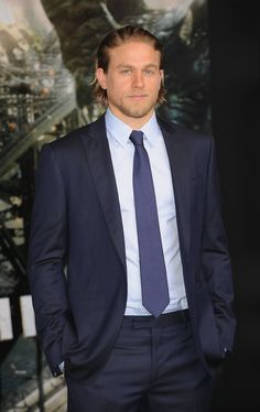 Pin for Later: Charlie Hunnam ersetzt Benedict Cumberbatch in neuem Film Charlie Hunnam oder . . .