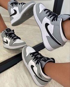 Jordan Shoes Girls, Girls Shoes, Retro Jordan Shoes, Sneakers For Girls, Nike Shoes For Women, Nike Jordans Women, Jordans Girls, Michael Jordan Shoes, Jordan Retro 1