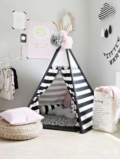 Tolles Tippi in schwarz-weiß - perfekt für helle, skandinavisch eingerichtet Kinderzimmer // black and white teepee in adorable monochrome kids room