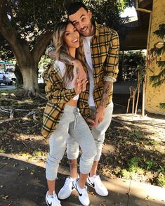 The Best 9 Beautiful Couple Outfits Ideas with an Elegant Impression Trend of couple's outfits is still adorned in Including celebrity couples who continue to look attractive in attractive and unique paired outfit. Source by rohayaticom to pair outfits Classy Couple, Stylish Couple, Beautiful Couple, Family Outfits, Outfits For Teens, Cute Outfits, Edgy Outfits, Pink Outfits, Fit Couples