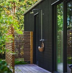 Awesome 33 Splendid Diy Outdoor Shower Design Ideas That You Should Try Outdoor Pool Shower, Outdoor Baths, Outdoor Bathrooms, Outdoor Shower Enclosure, Outdoor Spaces, Outdoor Living, Outdoor Decor, Outdoor Ideas, Backyard Patio