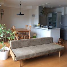 yuさんの、リビング,グリーンのある暮らし,ドライフラワー,モモナチュラル,凸ランプ,シンプルライフ,くつろぎ空間,マンション暮らし,のお部屋写真
