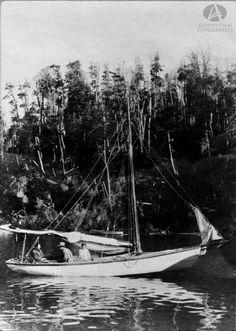 Goleta Pampa del Sr. Aaron Anchorena, Lago Nahuel Huapi, Año 1911 (Álbum Sur Argentino)