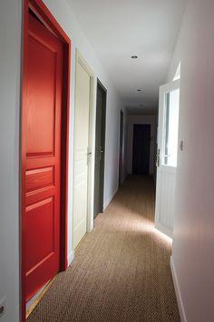 Un couloir rythmé de couleurs