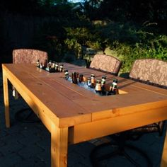 DIY Patio Table with beer cooler. Getting on my patio this summer! Diy Furniture, Outdoor Furniture Sets, Outdoor Decor, Furniture Plans, Building Furniture, Furniture Projects, Outdoor Pallet, Outdoor Garden Furniture, Furniture Layout