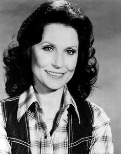 Loretta Lynn Smiling Photograph by Retro Images Archive Country Music Artists, Country Music Stars, Country Singers, Music Icon, Music Tv, Loretta Lynn Ranch, Lynn Anderson, Tanya Tucker, Tammy Wynette