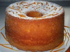 This Portuguese coconut and pineapple cake (bolo de coco e ananás) is sure to please family and friends. Coconut Pineapple Cake, Pinapple Cake, Torta Chiffon, Bolo Normal, Almond Paste Cookies, Sweet Recipes, Cake Recipes, American Cake, Plum Cake