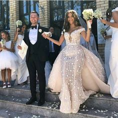 Sexy Off Shoulder 2018 Mermaid Wedding Dresses With Detachable Train Plus Size W. Sexy Off Shoulder 2018 Mermaid Wedding Dresses With Detachable Train Plus Size Wedding Gowns With Appliques Abiti Da Spo. Western Wedding Dresses, Dream Wedding Dresses, Bridal Dresses, Rose Gold Wedding Dress, Wedding Dresses For Curvy Women, Lace Wedding, Amazing Wedding Dress, Event Dresses, Wedding Men