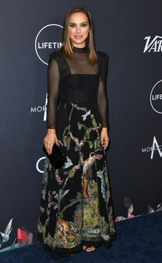 Natalie Portman from 2018 Variety Power of Women Luncheon The A-list actress attends the annual gathering on behalf of Time's Up, an organization leading the movement against sexual harassment and gender inequality in the workplace. Estilo Natalie Portman, Natalie Portman Style, Fashion Night, Star Fashion, Mens Fashion, Celebrity Red Carpet, Celebrity Style, Nathalie Portman, Glamour