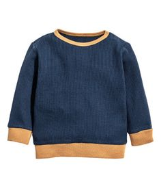 Dark blue. CONSCIOUS. Long-sleeved T-shirt in waffle-knit jersey made from organic cotton. Snap fasteners on one shoulder and contrasting ribbing at