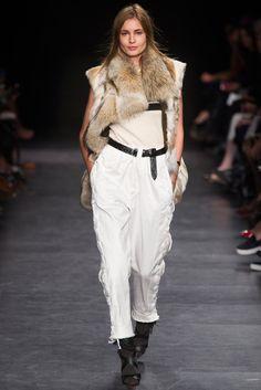Isabel Marant Fall 2014 Ready-to-Wear Fashion Show - Nadja Bender (OUI)