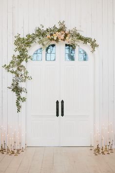 This scene is so beautifully simple, don't you think? Today the floral geniuses behind Bow & Arrows are here to teach us how to create this doorway arch with foraged greenery + florals. So so perfect