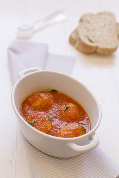 Cocinando sabores: Albóndigas de pollo con salsa de tomate