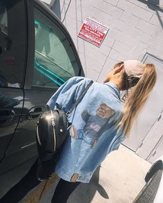 Pin for Later: This Is the 1 Accessory Celebrities Have in Common With Your Dad Ariana Grande