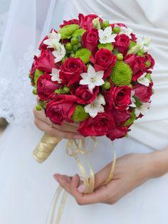 Rot-weiß-grüner Brautstrauß