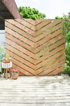 DIY Outdoor Furniture - Build a Simple Chevron Outdoor Privacy Wall- Cheap and Easy Ideas for Patio Backyard Privacy, Backyard Patio, Diy Patio, Privacy Wall Outdoor, Garden Privacy, Patio Wall, Privacy Screen For Deck, Back Yard Privacy Ideas, Porch Privacy
