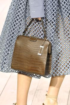 Editorialist's definitive roadmap to top trends of spring 2015 including brown handbags.  https://editorialist.com/magazine/12055/spring-summer-2015-accessories-report#0