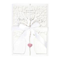 Tree of Love, hääkutsu Tähän kutsuun ilmettä saa eri värisillä sisälehdillä ja nauhalla!  http://www.calligraphen.fi/fi/artiklar/tree-of-love-kutsukortti-valkoinen.html