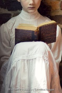 © Susan Fox / Trevillion Images - historical-girl-reading-book