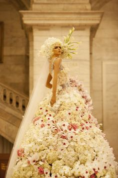 """The Preston Bailey floral Monique Lhuillier wedding dress. A life-size """"Bride in Bloom"""" installation – first-of-its kind. Monique created a dress sketch, Preston and Carley interpreted the sketch into a life-size installation—made entirely with 5,500 flowers. - his floral design is so amazing!"""