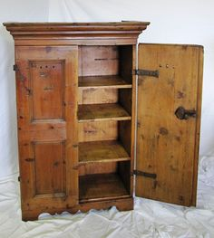 Credenza da cucina - provenienza Val Gardena | Antichità Evelina - Vendita mobili antichi tirolesi
