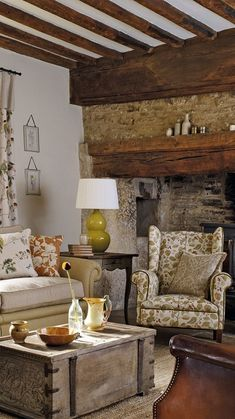 Country Cottage Interiors, Cottage Style Decor, Modern Interiors, Beautiful Interiors, Room Inspiration, Interior Inspiration, Floral Bedroom, Cottage Living Rooms, Rose Cottage