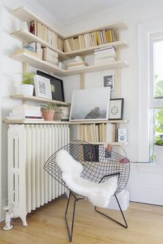 Corner Shelves: Living room corner if we remove chimney Corner Shelf Design, Diy Corner Shelf, Floating Corner Shelves, Corner Storage, Corner Shelving, Book Storage, Corner Bookshelves, Bookcase, Book Shelves