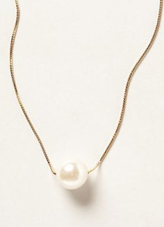 single pearl necklace  http://rstyle.me/n/p39bepdpe