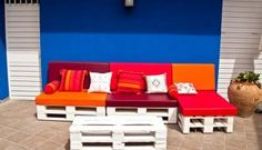 One of the best ideas is to make pallets sofa from unused pallets in your home. Hope you will enjoy these 25 collection of creative pallet sofa design ideas. Recycled Pallet Furniture, Pallet Furniture Designs, Outdoor Furniture Plans, Reclaimed Wood Furniture, Outdoor Sofa, Outdoor Pallet, Garden Furniture, Furniture Ideas, Wood Pallet Couch