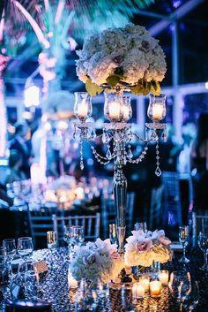 Wedding reception centerpiece idea via Vue Photography | Deer Pearl Flowers