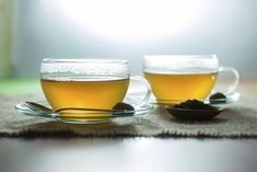 While you might be tempted to do a green tea detox, your body already has a built-in detox system. However, drinking green tea can support this process. Home Remedies For Warts, Natural Remedies For Uti, Uti Remedies, Home Remedies For Acne, Herbal Remedies, Green Tea Detox, Detox Tea, Health And Wellness, Health Tips