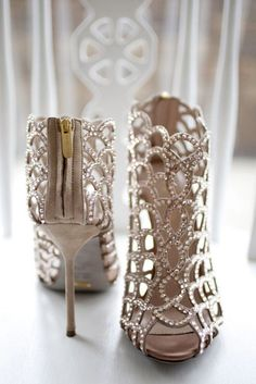 - If you've got a homecoming dress, here are for you ideas what shoes to choose. We've collected 24 photos with homecoming shoes. Catch the inspiration! ★ See more: http://glaminati.com/cute-homecoming-shoes-pretty-girls/?utm_source=Pinterest&utm_medium=Soc