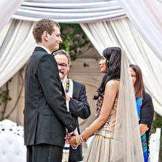 How to successfully mix two religions into one beautiful interfaith wedding ceremony / Love is the bridge / Different traditions under the chuppah / Photography by Joy Marie / http://www.smashingtheglass.com/2016/07/29/how-to-successfully-mix-two-faiths-into-one-beautiful-wedding-ceremony/