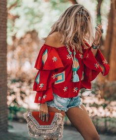 hippie style 214413632244509073 - It's all about that must have red bohemian blouse! Here's where to get it. Source by empoweryourspirit Hippie Style, Estilo Hippie Chic, Mode Hippie, Gypsy Style, Boho Style, Girl Style, Hipster Outfits, Boho Outfits, Fashion Outfits