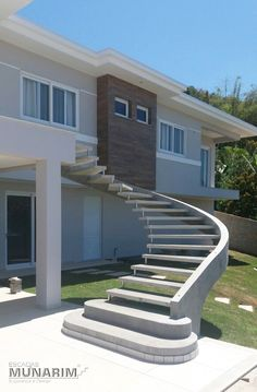 Qual palavra melhor define esta escada? #escadadeconcreto#escada#escadaprémoldada#escadasobmedida#corrimao#revestimento#marmore#contrucaocivil#arquitetura#decoracao#design#construcao#reforma#leque#leke#caracol#mista#premium#vigalateral#vigacentral#viga#elicoidal#munarim#cimento#concreto#guardacorpoū