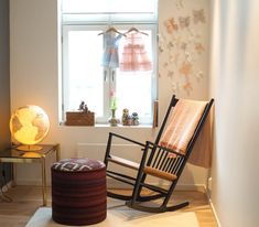 Jeg sitter i saksa! Paper Butterflies, Rocking Chair, Diy Paper, Diy And Crafts, Drill, Furniture, Home Decor, Baby, Food