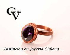 Anillo de cobre en hilado tratado y un bello circón en tono violeta.