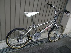 Haro Sport BMX Bike - I had one similar to this with skyway rims. Haro Bmx, Vintage Bmx Bikes, Bmx Freestyle, Bmx Bicycle, Garage Makeover, Cool Bikes, Motocross, Old School, Scooters
