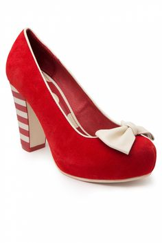 Lola Ramona - 50s Angie Bow Red Suede plateau pumps . Een ideale hak! #topvintage