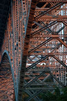Fremont Bridge-Just look at the delicate work, like a spiderweb. Bridge Structure, Steel Structure, Iron Work, Civil Engineering, Tour Eiffel, Photos, Pictures, Architecture Details, Arquitetura
