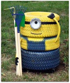 Tire Minion - Fun Loving Garden Art Idea by Upcycling Household Items Garden Crafts, Garden Projects, Garden Tools, Garden Ideas, Art Projects, Outdoor Crafts, Outdoor Projects, Minions, Funny Minion