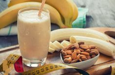 Easy Banana Almond Smoothie Burn Fat Build Muscle via Protein Smoothies, Fruit Smoothies, Almond Smoothie Recipe, Smoothies With Almond Milk, Homemade Protein Shakes, Protein Shake Recipes, Milk Shakes, Kombucha, Malt Milkshake