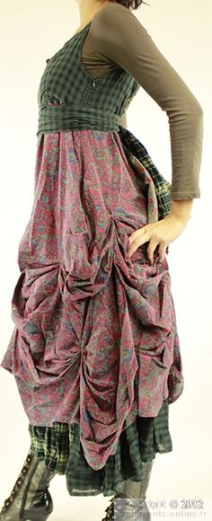 Bordeaux long dress Hesse Ian Mosh. Interesting how they have pinned the skirt up.