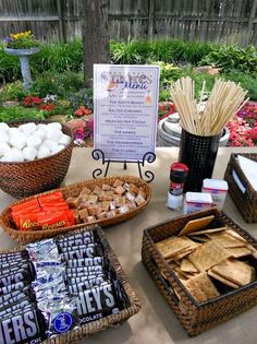 S'mores aren't just for summer bonfires! Make a s'mores bar to go alongside the fireplace, bonfire, or outdoor fire pit Smores Dessert, Dessert Bars, Planning Menu, Party Planning, Candy Bar Decoracion, Lila Party, S'mores Bar, Grad Parties, Camping Parties