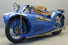 Majestic ca. 1930 500 cc Chaise OHV with Bernardet sidecar The Majestic is the brainchild of French designer Georges Roy. / Age of Diesel Vintage Race Car, Vintage Bikes, Steampunk Motorcycle, Motorcycle Posters, Retro Motorcycle, Bmw, Vintage Motorcycles, Custom Motorcycles, Car Wheels
