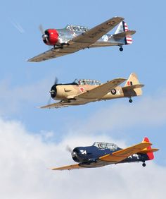 Cool photos and descriptions by a professional aviation photographer of the aircraft flying at the Prescott Air Fair (Arizona Sky Fest) in Arizona. Fighter Aircraft, Fighter Jets, Air Machine, Airplane Flying, Flying Ace, Ww2 Planes, Aviation Art, Military Aircraft, Trainers