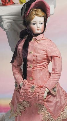 7: FINE FRENCH FASHION LADY BY GAUTHIER.Marks: 5 (head : Lot 7