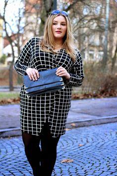 Plus Size Outfit - Grid Print Dress - Theodora Flipper Plus Size Looks, Curvy Plus Size, Plus Size Women, Slit Dress, Wrap Dress, Plus Size Dresses, Plus Size Outfits, Fashion 2018, Fashion Outfits